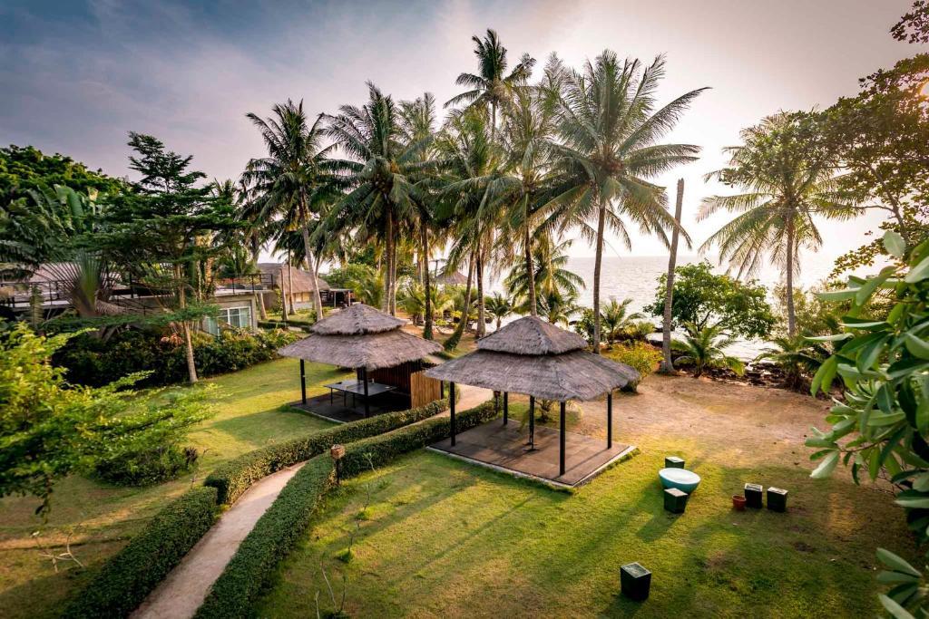 Ein Garten an der Unterkunft Koh Mak Ao Kao White Sand Beach