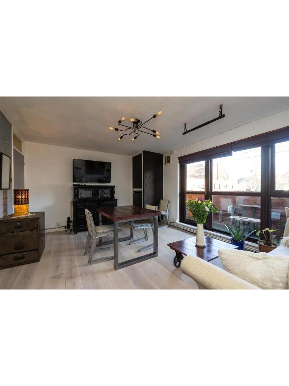 A seating area at Central & homely balcony flat in Islington