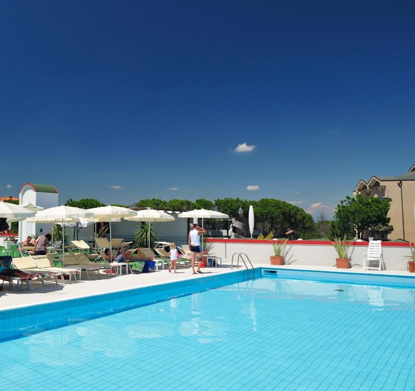 Bazén v ubytování Hotel Jasminum nebo v jeho okolí