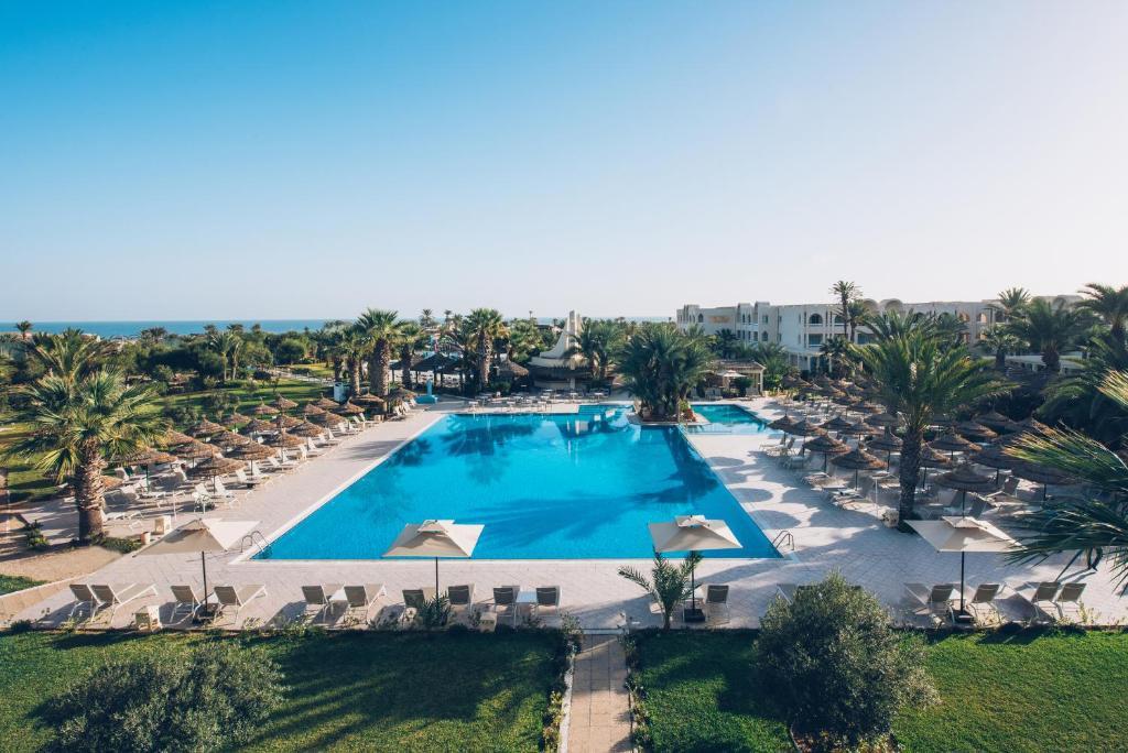 Uitzicht op het zwembad bij Iberostar Mehari Djerba of in de buurt