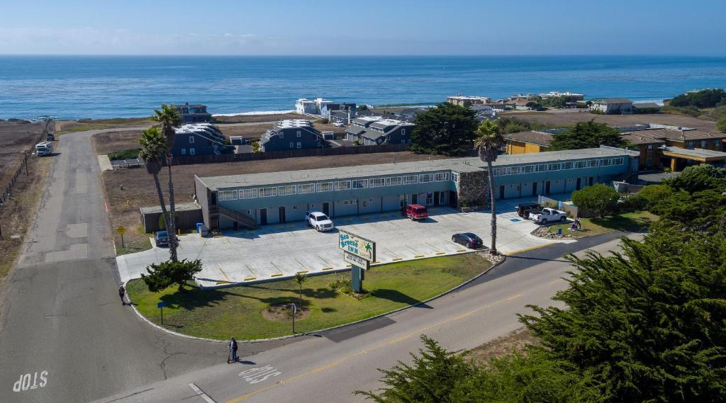 A bird's-eye view of Sea Breeze Inn - San Simeon