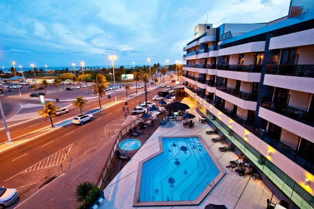 Вид на бассейн в Aquarios Praia Hotel или окрестностях