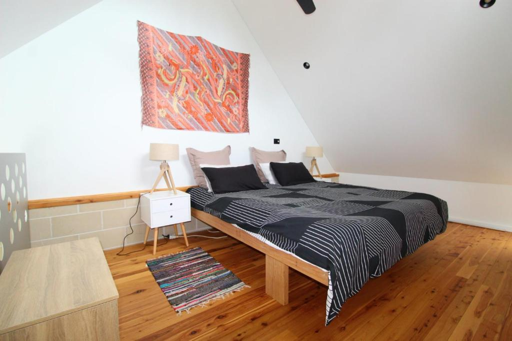 A bed or beds in a room at Pacific Terraces 1, 38 Pacific Street