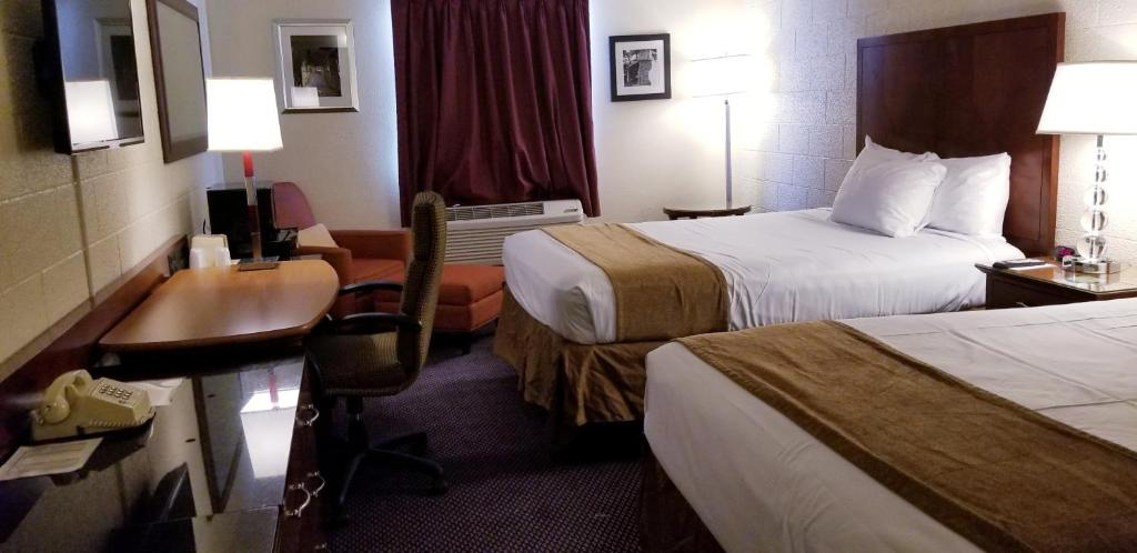 A bed or beds in a room at Cedar Inn Motel