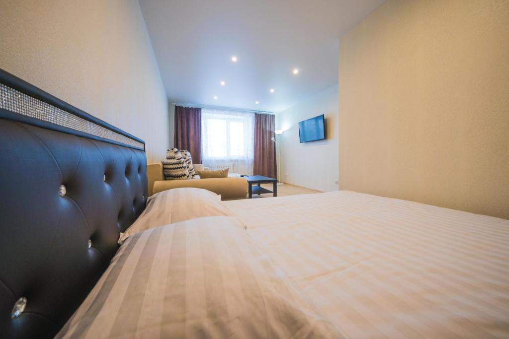 A bed or beds in a room at apartments for Yakubovsky 62 from ApartmentCity