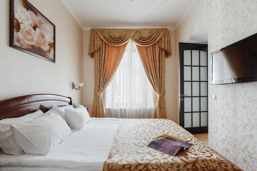 Ein Bett oder Betten in einem Zimmer der Unterkunft Royal Street Hotel