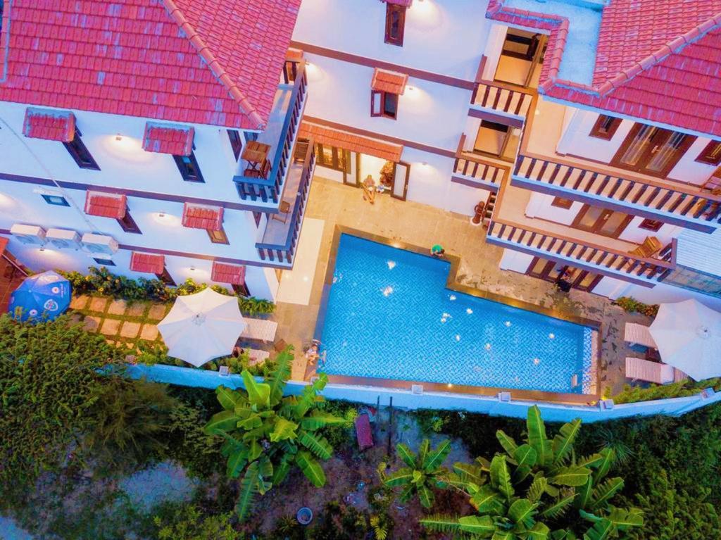 Vue sur la piscine de l'établissement Cam Thanh Village Villas ou sur une piscine à proximité