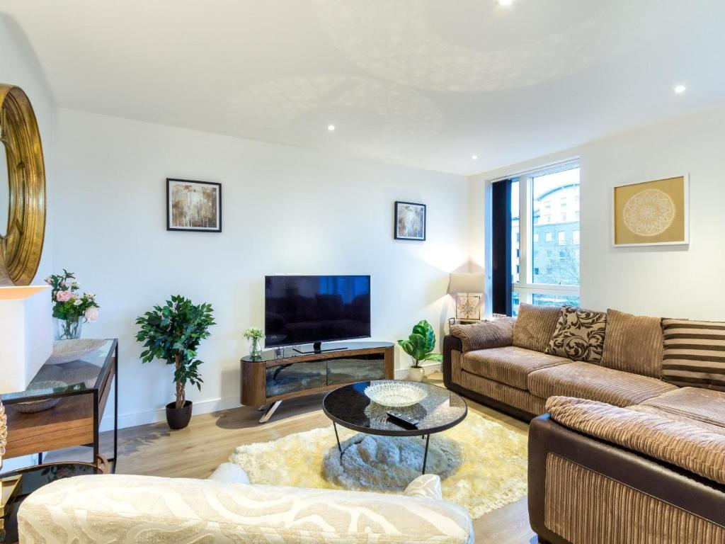 2 Bed Property Close to Heathrow Airport