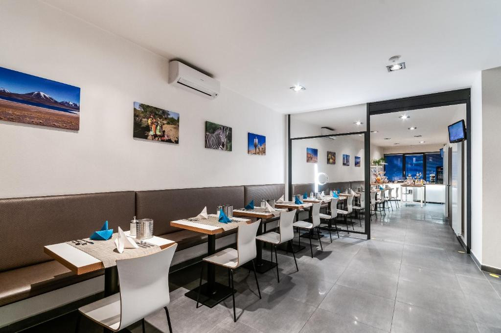 A restaurant or other place to eat at VV hotel & apartments