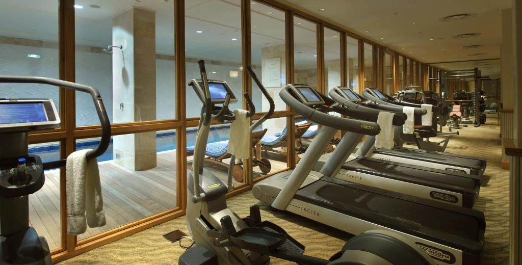 The fitness centre and/or fitness facilities at Taj Cape Town