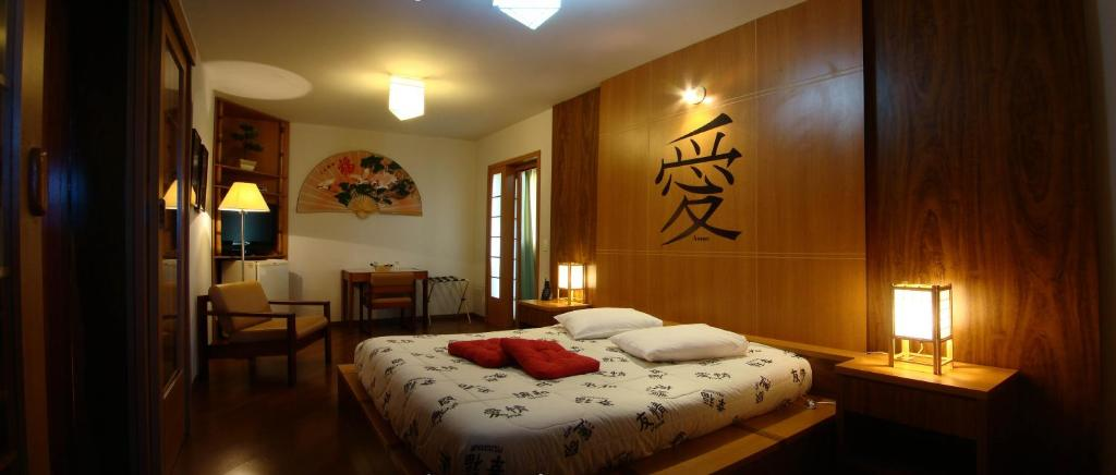 A bed or beds in a room at Hotel Matsubara