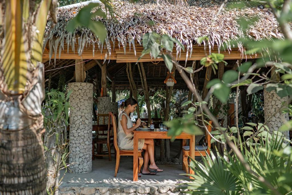 A restaurant or other place to eat at The Blue Orchid Resort