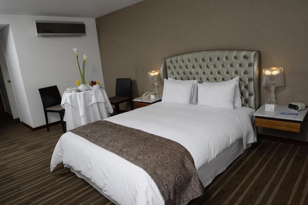 A bed or beds in a room at NM Lima Hotel