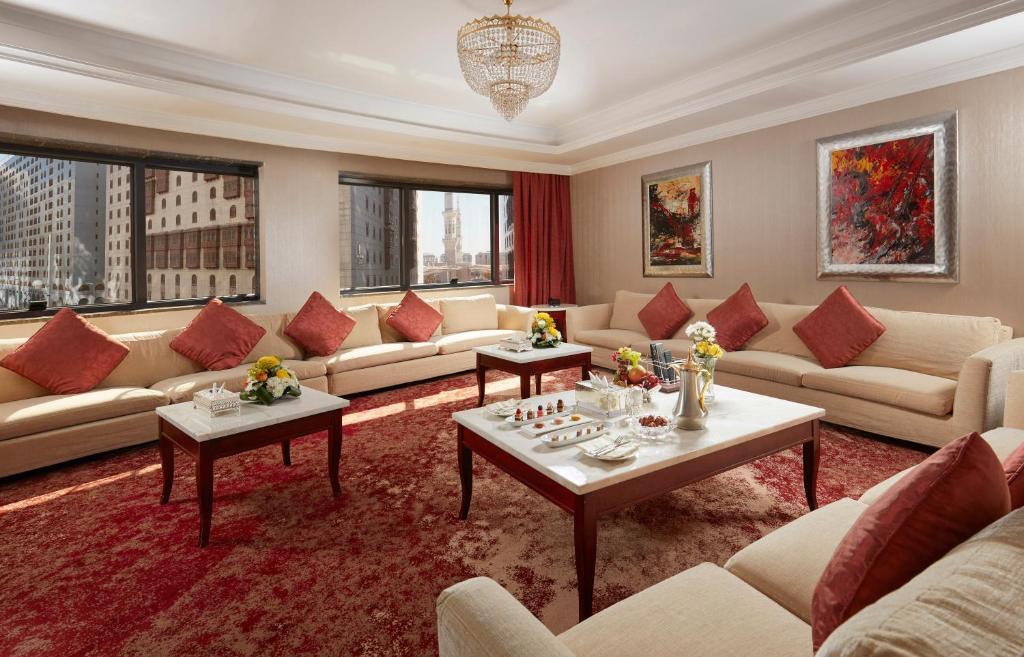 Uma área de estar em Frontel Al Harithia Hotel