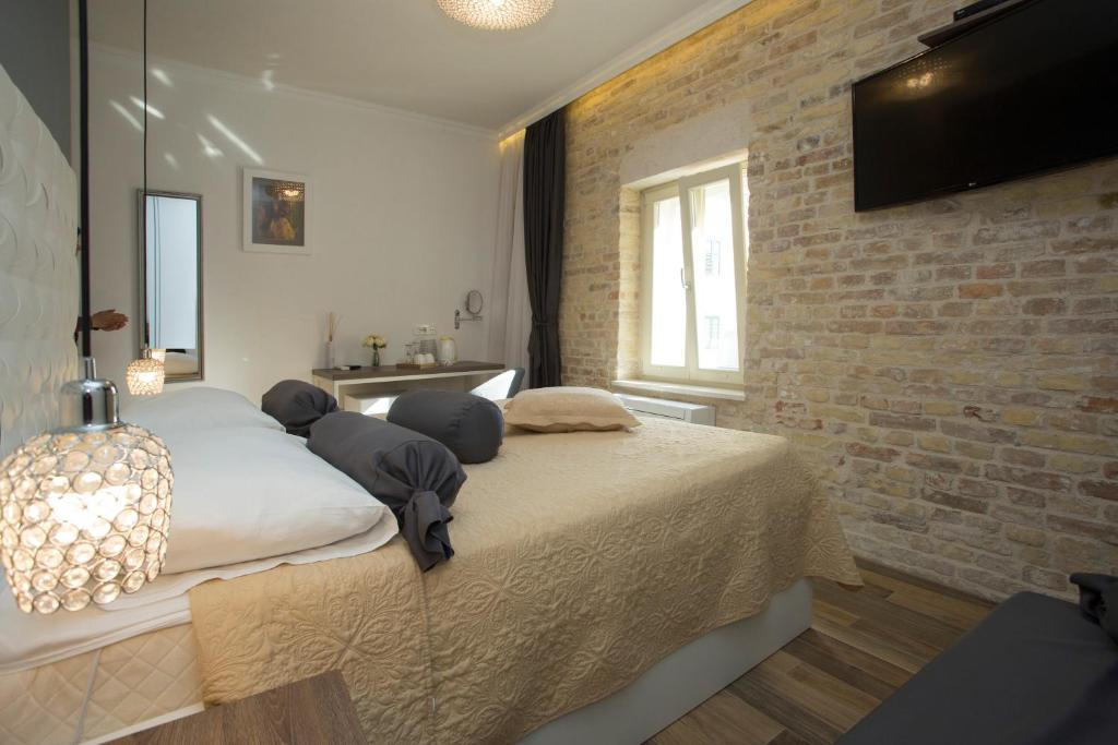 A bed or beds in a room at Aspalathos Residence