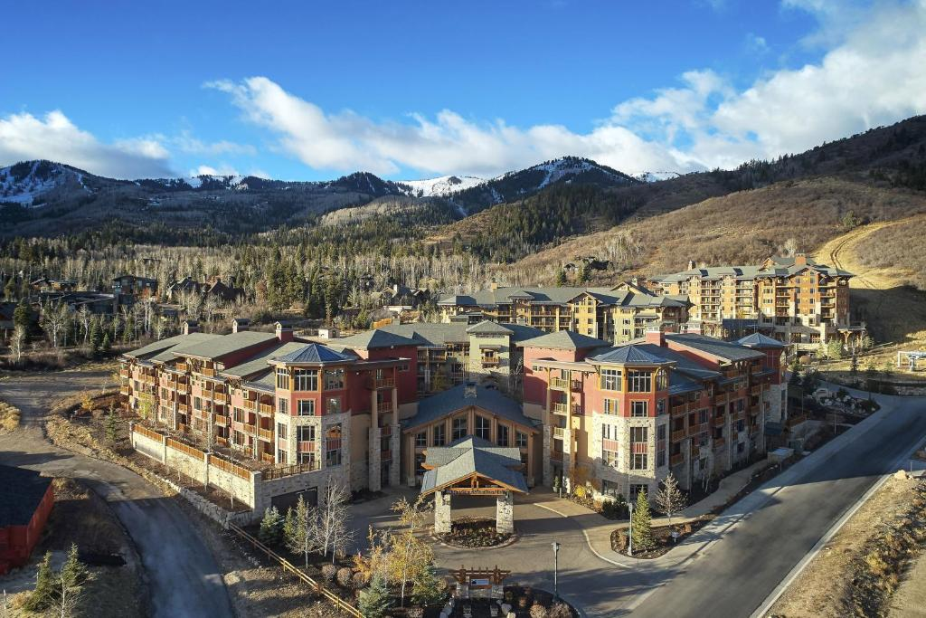 A bird's-eye view of Sunrise Lodge, a Hilton Grand Vacations Club