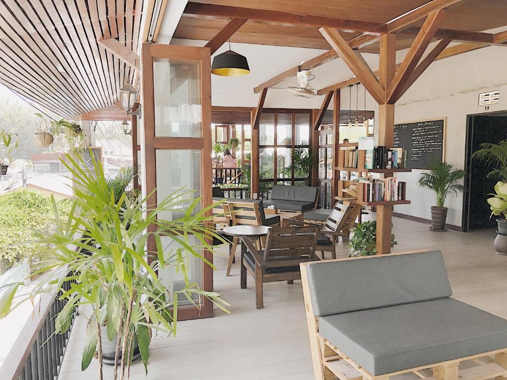 Ein Restaurant oder anderes Speiselokal in der Unterkunft The Reef