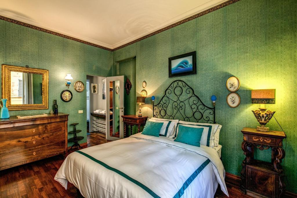 Un ou plusieurs lits dans un hébergement de l'établissement Colosseum Forum apartment