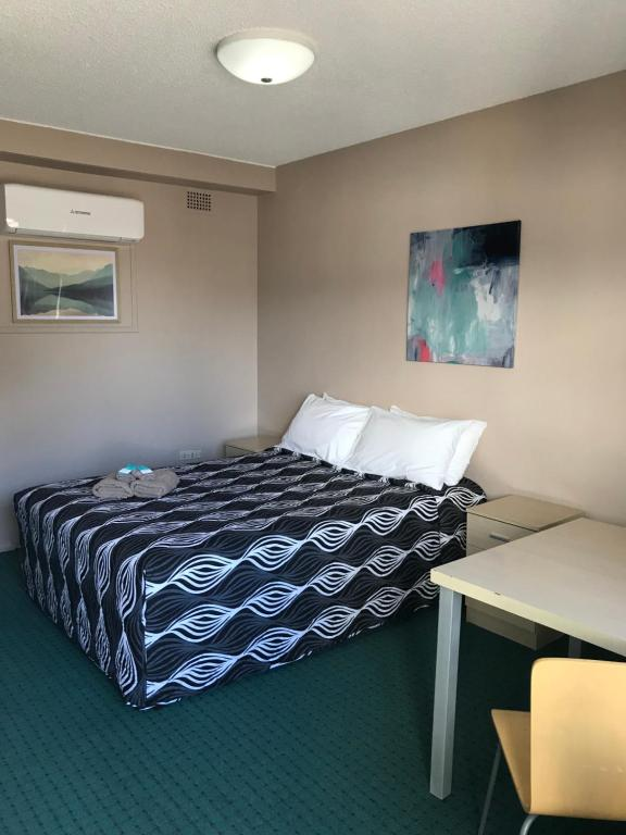 A bed or beds in a room at Manning River Motel