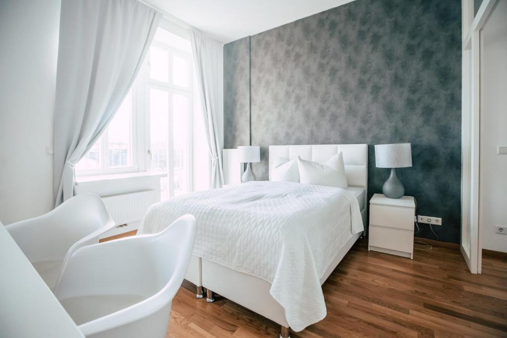 A bed or beds in a room at Luga Homes - Stadthaus