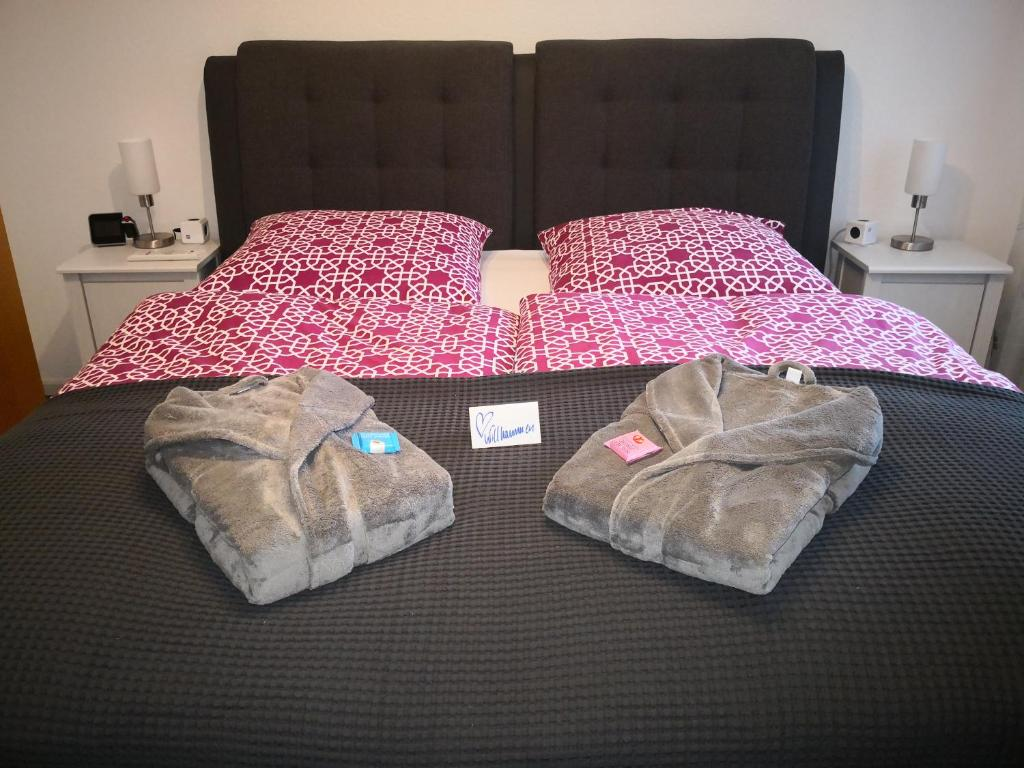 A bed or beds in a room at Boutique-Apartment-Duisburg