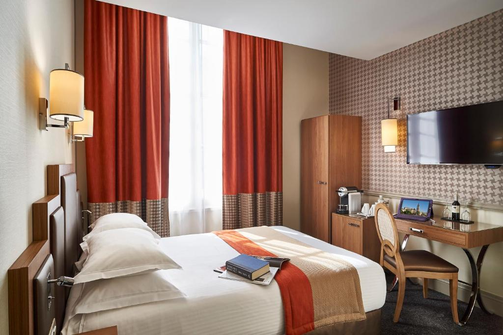 A bed or beds in a room at Best Western Premier HBEO Bordeaux Centre