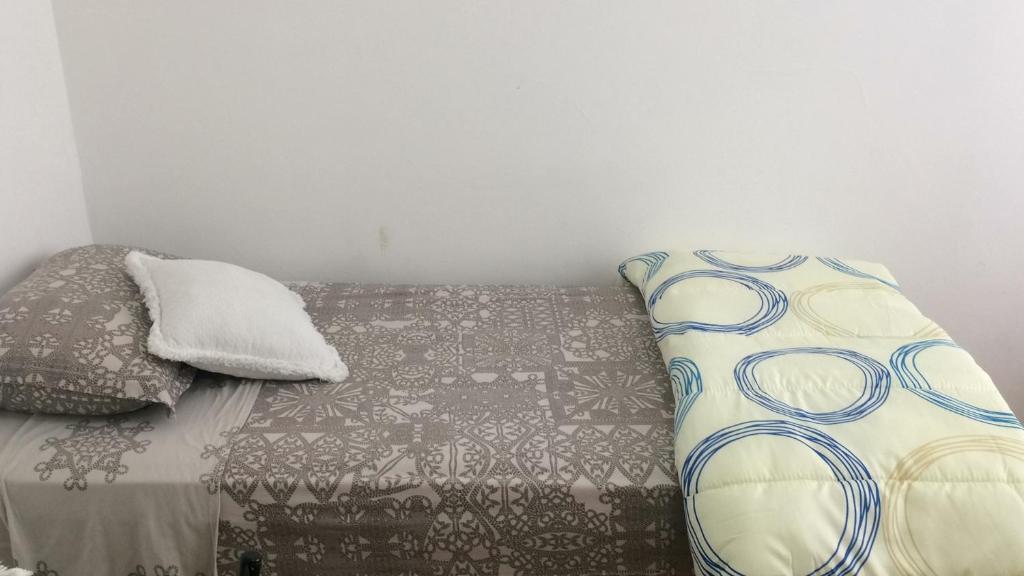 A bed or beds in a room at Próximo ao Consulado - Quarto Inteiro