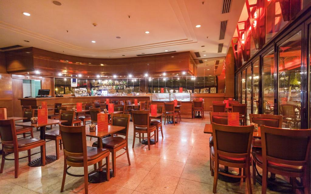 エル モウラディ ホテル アフリカ チュニスにあるレストランまたは飲食店