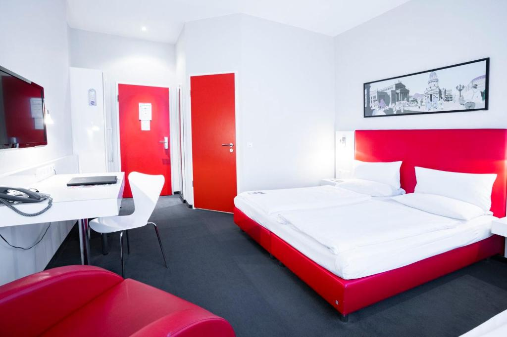 A bed or beds in a room at Select Hotel Berlin Checkpoint Charlie