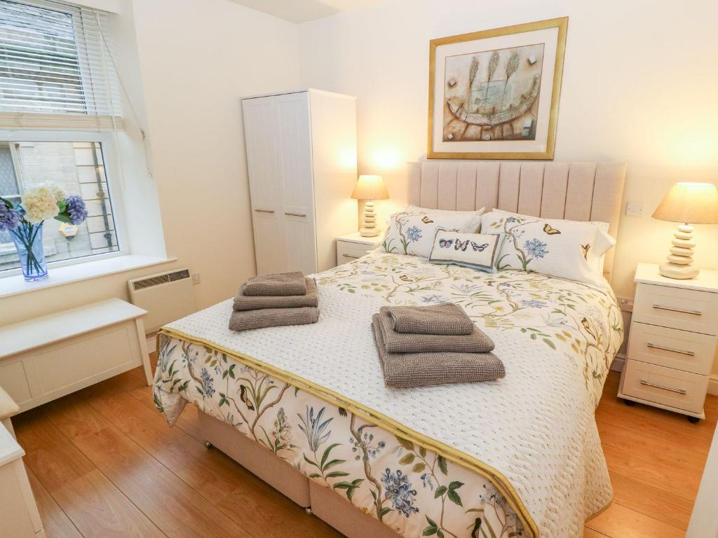 A bed or beds in a room at The River Appartment