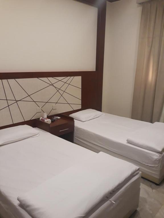 Cama ou camas em um quarto em Raihat Al Bustan Furnished Units