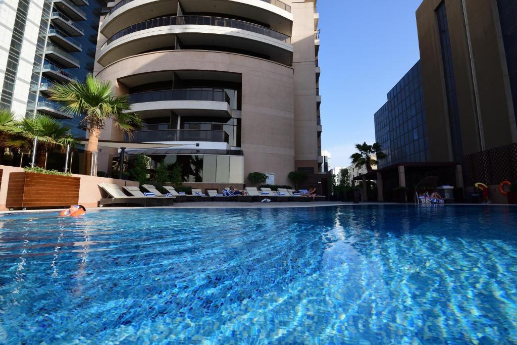 Het zwembad bij of vlak bij Majestic City Retreat Hotel ( Formerly Majestic Hotel Tower)
