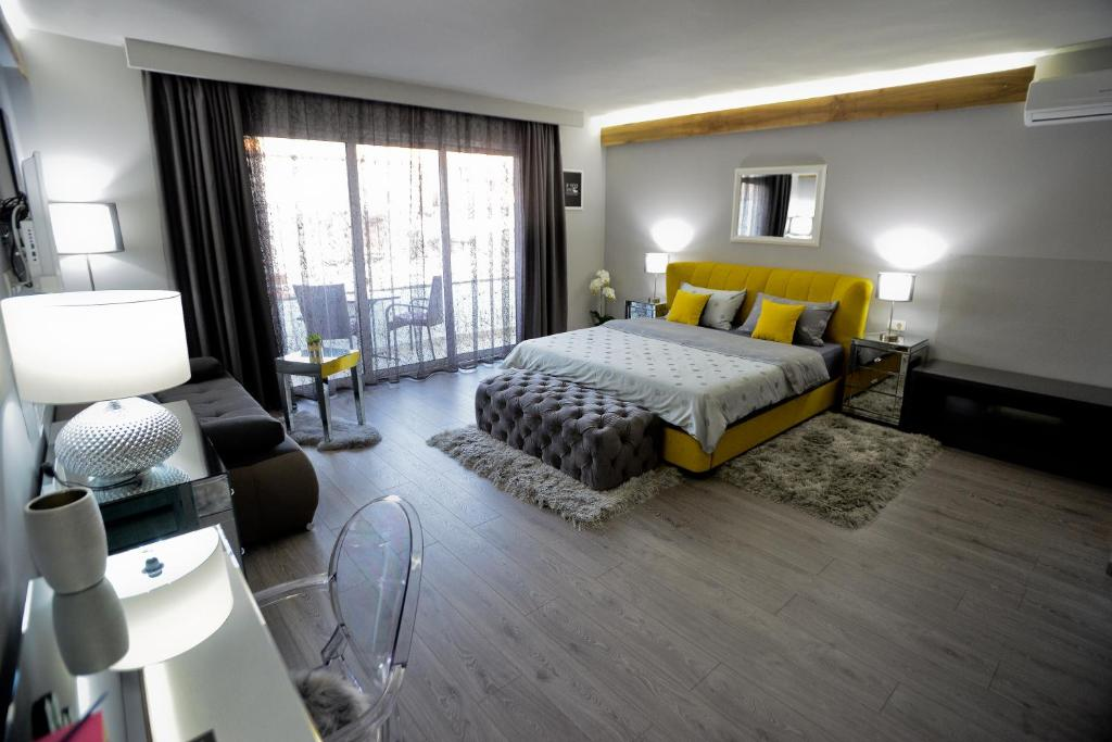 A bed or beds in a room at Piazza Rooms