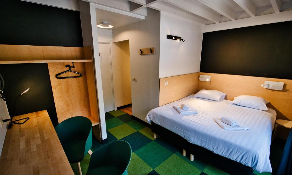 A bed or beds in a room at Hotel Aquatel