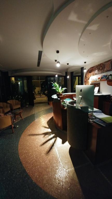 The lobby or reception area at Hotel La Perla