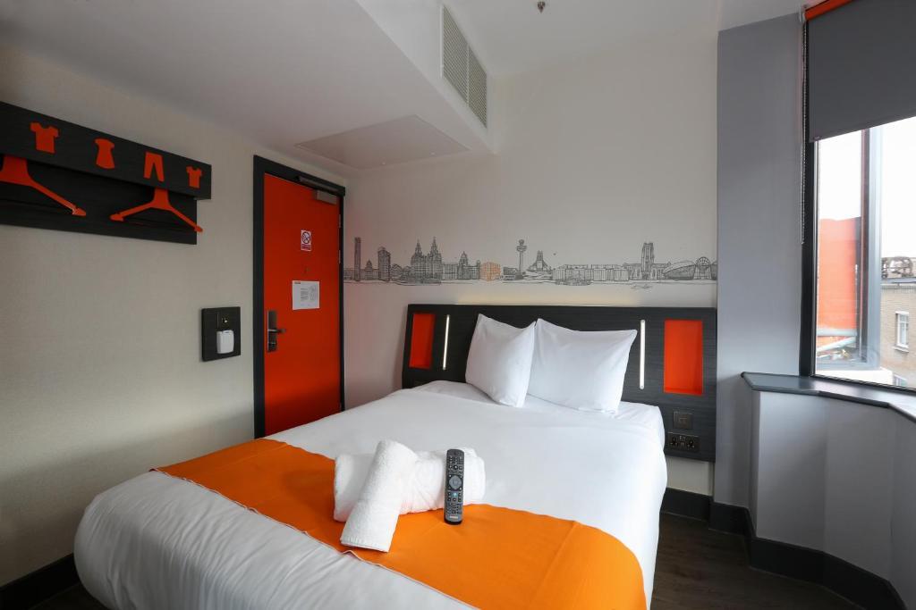 Cama o camas de una habitación en easyHotel Liverpool