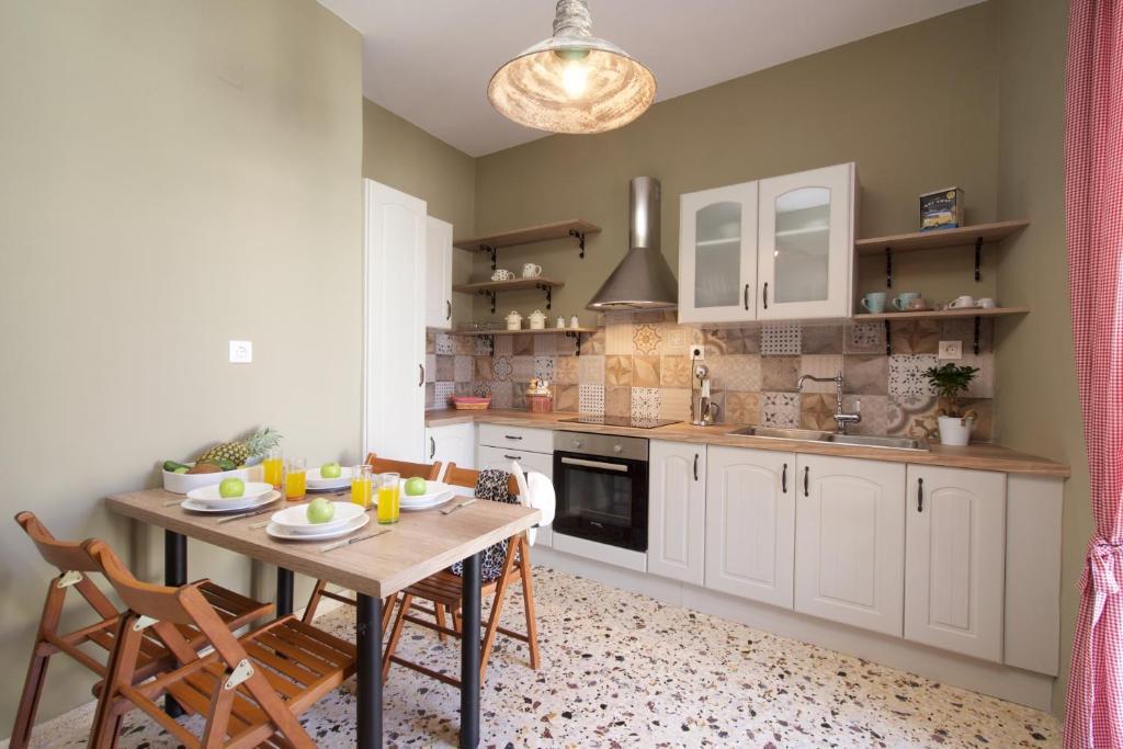 Cucina o angolo cottura di Vinieris Villas - Rea's Luxury Apartment
