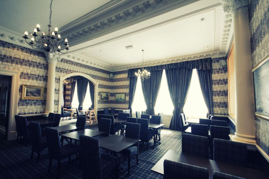 A restaurant or other place to eat at Alexander Thomson