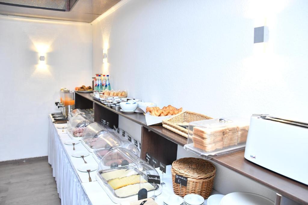 מסעדה או מקום אחר לאכול בו ב-Hotel Mondial Comfort