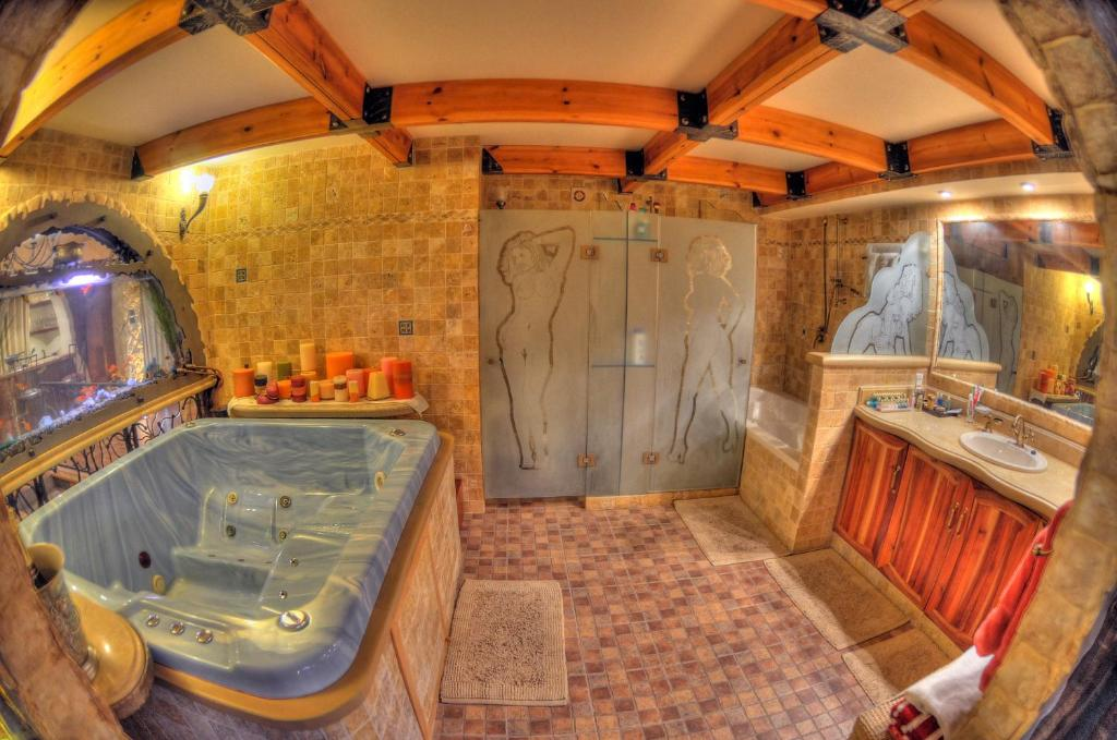 A bathroom at Sunset Inn