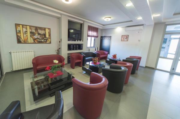 The lounge or bar area at Hotel Piramida