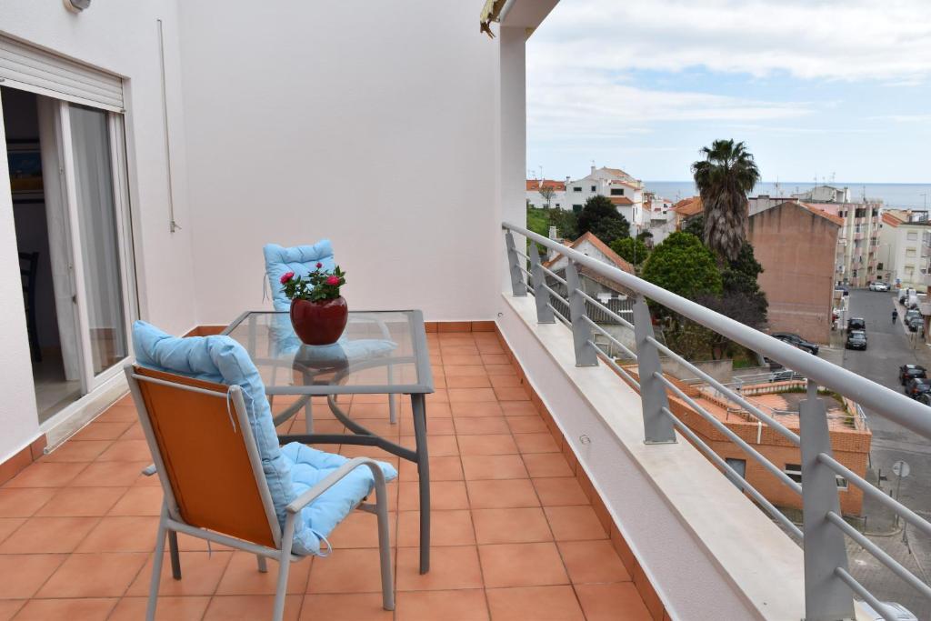 A balcony or terrace at Sesimbra Terrace Oasis