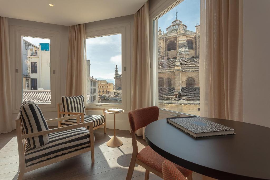 A seating area at Casa Miravalle Apartamentos Catedral