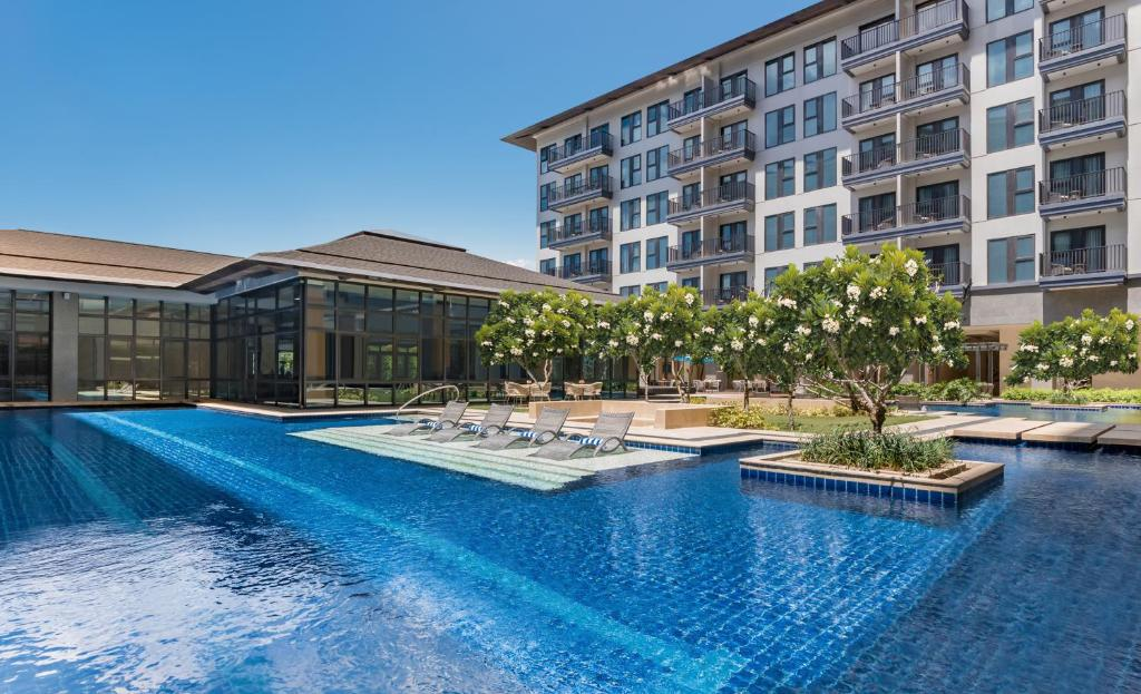 The swimming pool at or near dusitD2 Davao