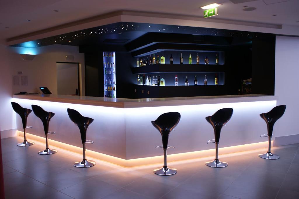 A área de bar ou lounge em Rossio Hotel