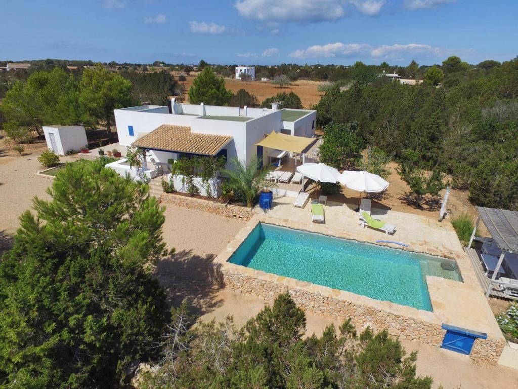 Vista sulla piscina di Can Guasch o su una piscina nei dintorni