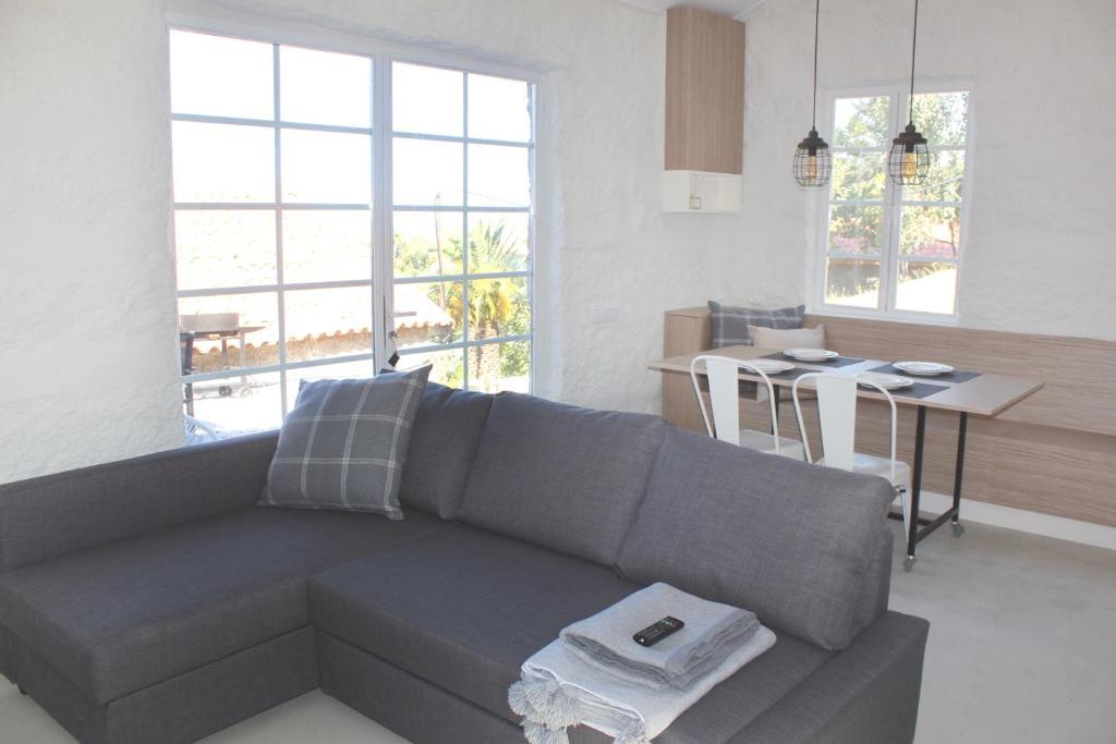 A seating area at Quinta Milhão - Casa da Horta