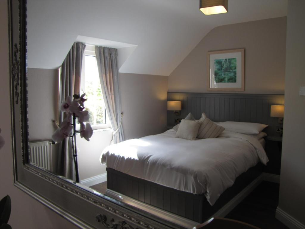 A bed or beds in a room at Rolfs Country House