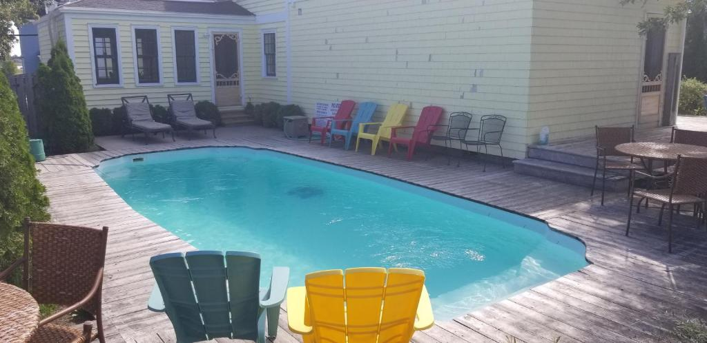 The swimming pool at or close to Jardine's Inn
