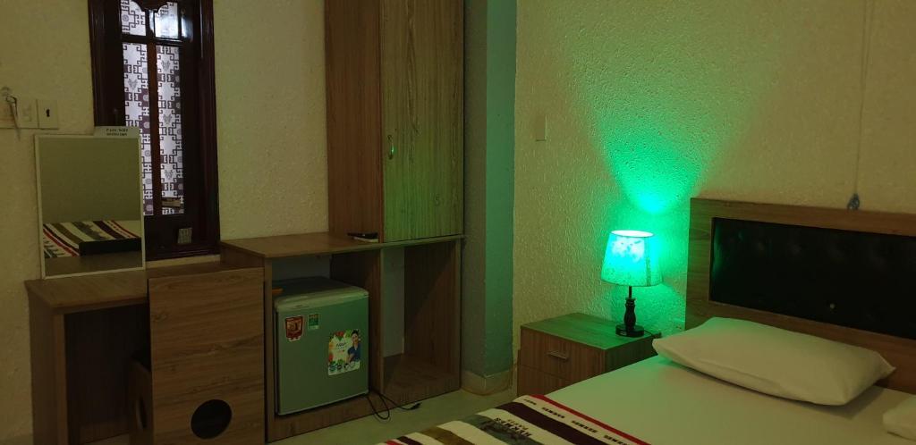 Giường trong phòng chung tại Bac Huong Hotel